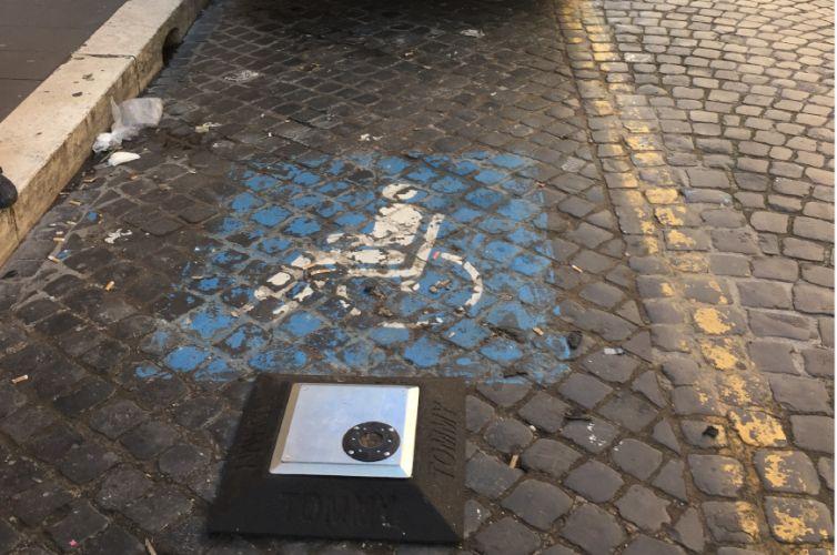 Dispositivo TOMMY per parcheggi disabili